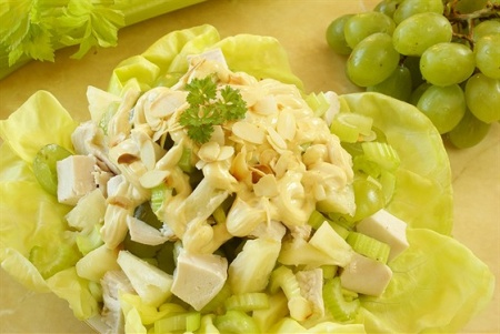 Для тех, кто любит сельдерей... Салат с  сельдереем. Не забудьте сельдерей повышает потенцию мужчин!!! Так что бабоньки! бегом на кухню делать этот салат!!!