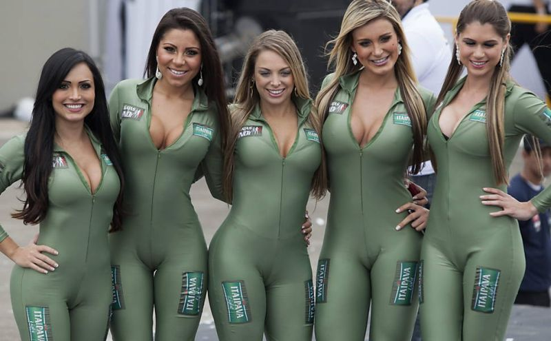 Девушки с бразильского авто-шоу