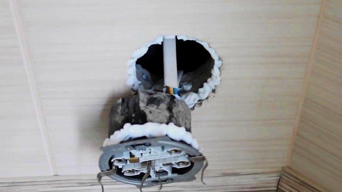 Необычный ремонт выпадающей розетки