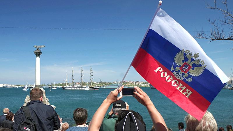 Россияне: возвращение Крыма принесло только пользу