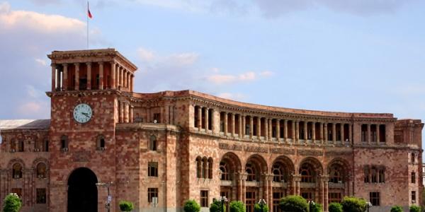Президент Армении оставил состав правительства без изменений