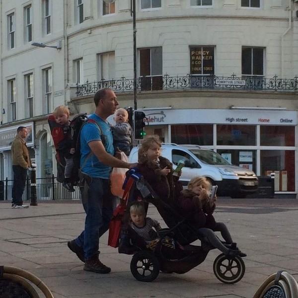 Дети вместе с папой