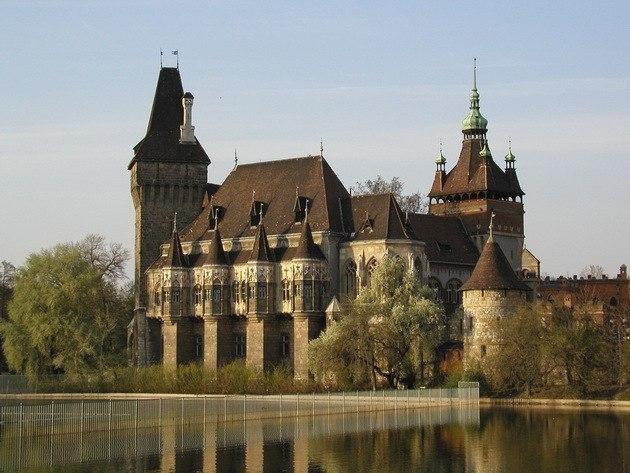 Замок Вайдахуняд в Будапеште