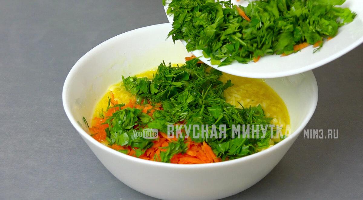 Просто взбиваю яйца, соединяю с морковью и зеленью и через 15 минут завтрак готов (вкусно, красиво и не как всегда)
