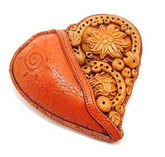 Кулон - сердце из пластики