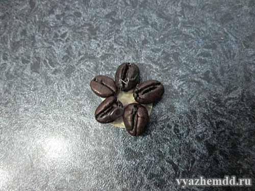 цветочек из кофейных зерен