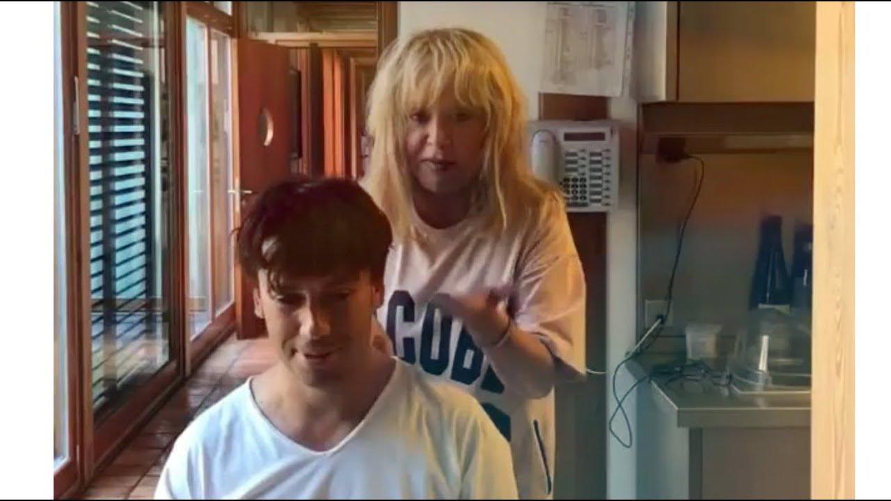 Картинки по запросу Максим Галкин Алла Пугачёвва делает массаж Максиму Галкину