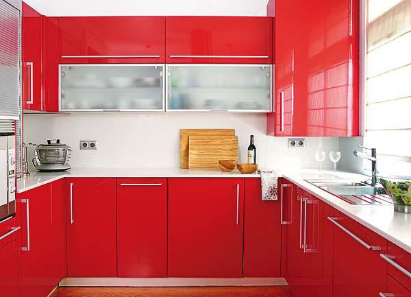 Дизайн маленькой кухни фото красного цвета