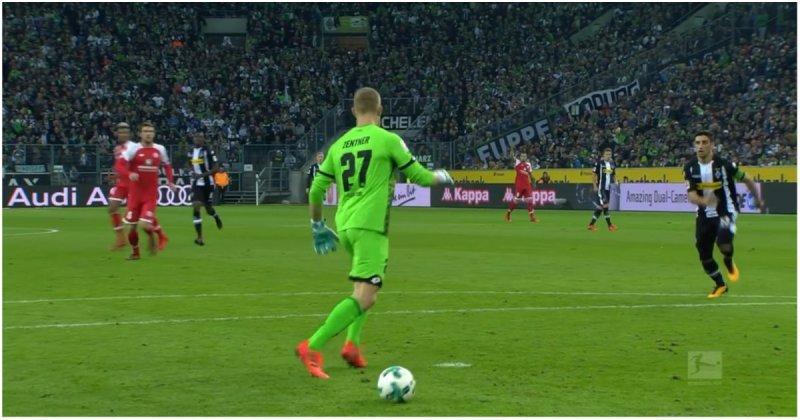 Вратарь перепутал мяч с отметкой для пенальти и чуть не пропустил гол Вратарь, видео, германия, голкипер, мяч, прикол, спорт, футбол