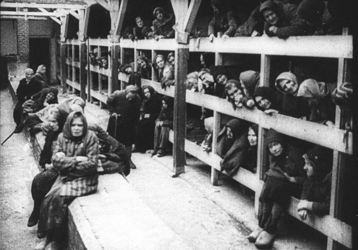 Советские женщины в концентрационном лагере смерти.