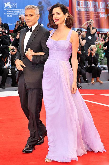 Шикарно — 6 потрясающе стильных выходов Амаль Клуни после родов