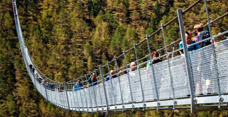 В Швейцарии открыт самый длинный в мире подвесной мост
