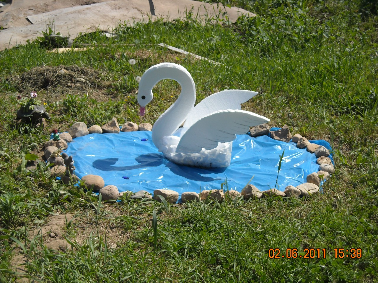 Лебедь своими руками фото для пруда