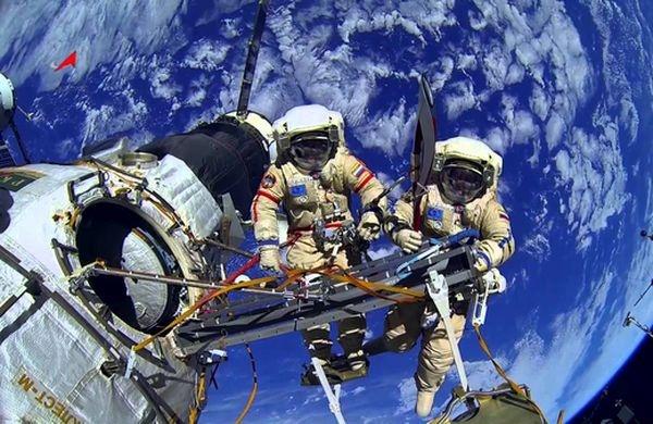 «Роскосмос» принял решение обисключении изотряда трех космонавтов