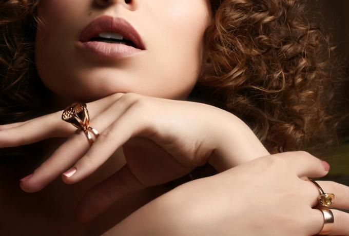 А Вы задумывались на каком пальце правильно носить кольцо?
