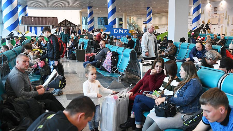Снегопад в Москве привел к задержкам более 300 авиарейсов