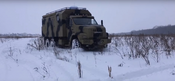 В России выпустили брутальный «дом на колесах» на базе вездехода «Урал Next»