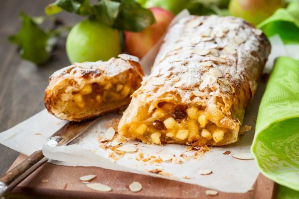 Если готовить штрудель, то только так: правильный рецепт знаменитого австрийского десерта