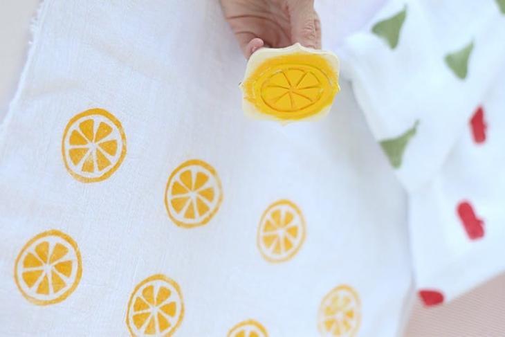 Декор кухонного полотенца своими руками штампами и краской