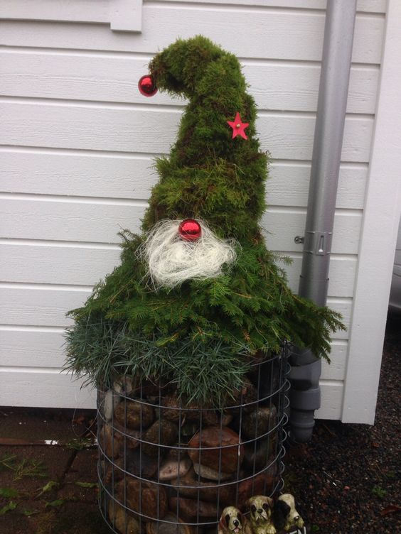 Подборка рождественских гномов для украшения двора
