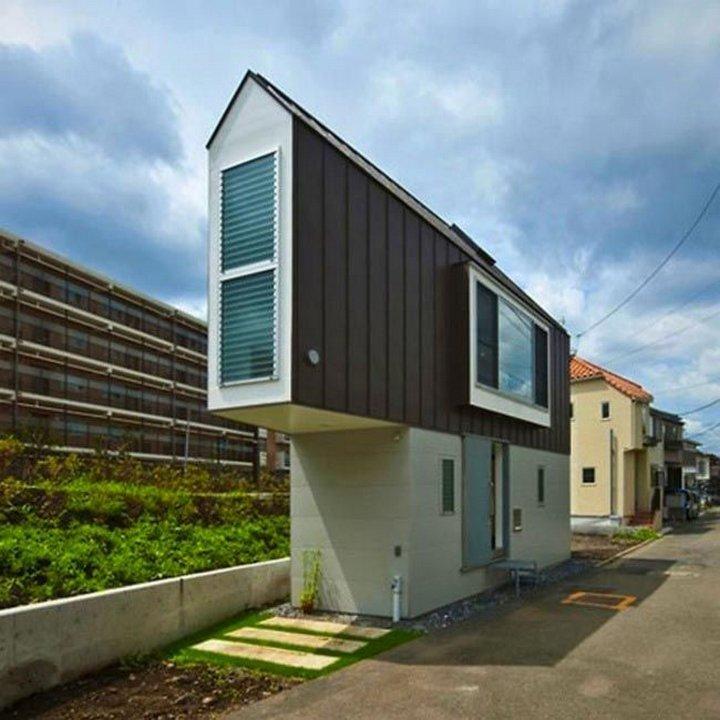 Треугольный крошечный дом, который  на самом деле не такой уж крошечный