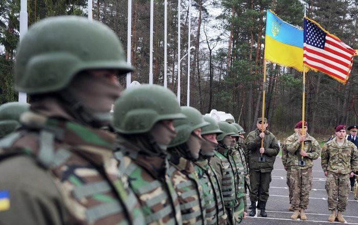 США провоцируют войну Украины и России поставками летального оружия