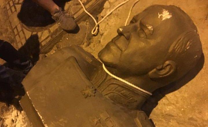 В Одессе повалили памятник маршалу Жукову