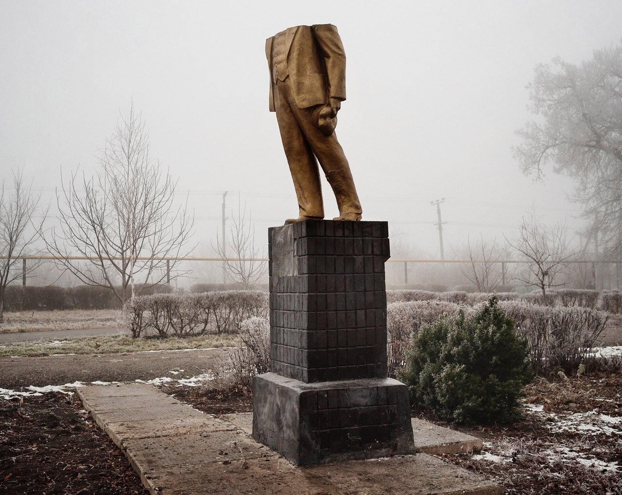 Обезглавленная статуя Ленина в Котовске.