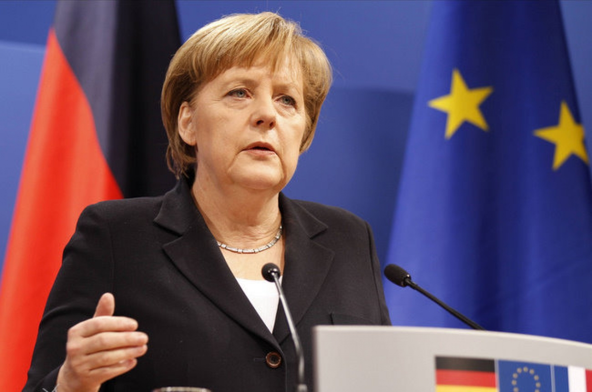 Меркель: отношения с РФ надо…