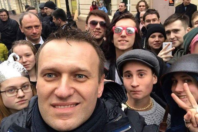 «Политик» Алексей Навальный, повелитель «школоты»