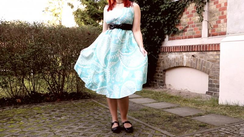Делаем платье за 10 минут: 4 раза сложить, 3 раза отрезать. И никаких ниток!