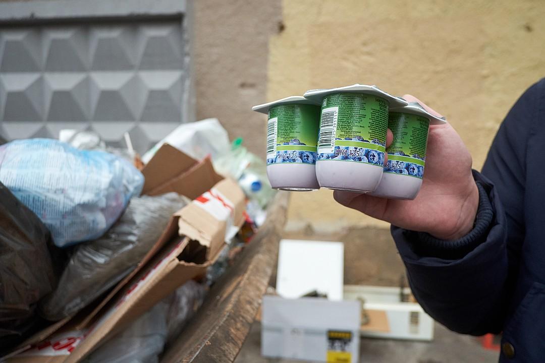 Чаще всего в контейнерах попадаются йогурты. Фото: Артем КИЛЬКИН