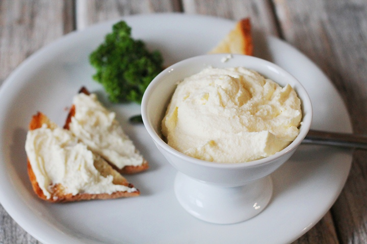 Не нужно переплачивать за магазинный сыр «Филадельфия». Приготовь этот деликатес дома!