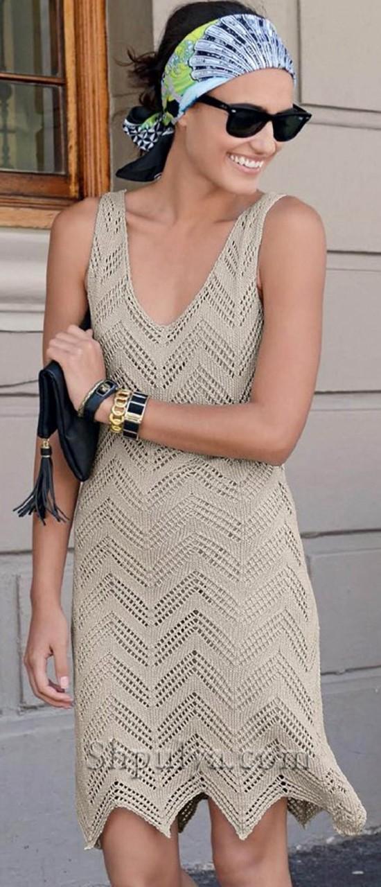 Ажурное платье спицами с зигзагообразным узором