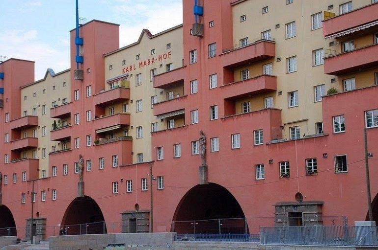 Карл-Маркс-Хоф: Здание длиной в километр