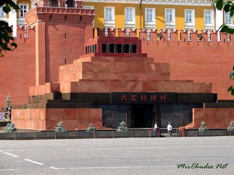 Жириновский предложил создать «государственную трибуну» на месте мавзолея Ленина