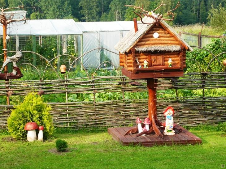 Фото интересные поделки для сада и огорода фото