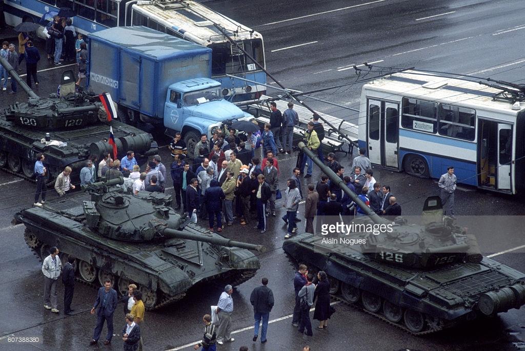 Путч ГКЧП, баррикады, как это было (фото).