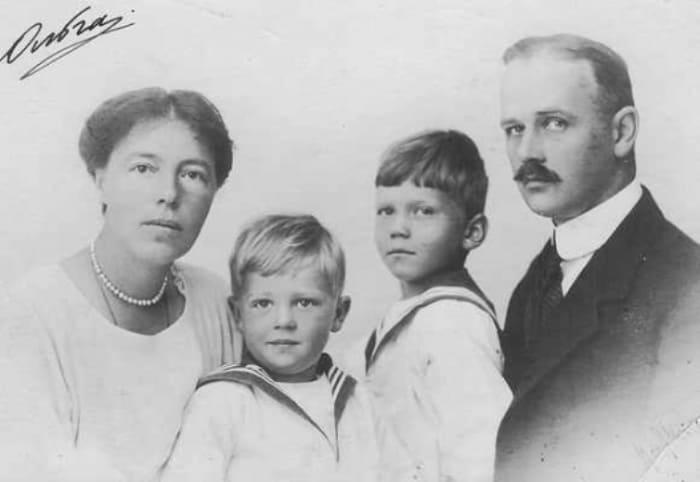 Великая княгиня с мужем и детьми | Фото: ogmil.ruа