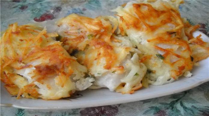 Вкусная рыба под тертой картошкой
