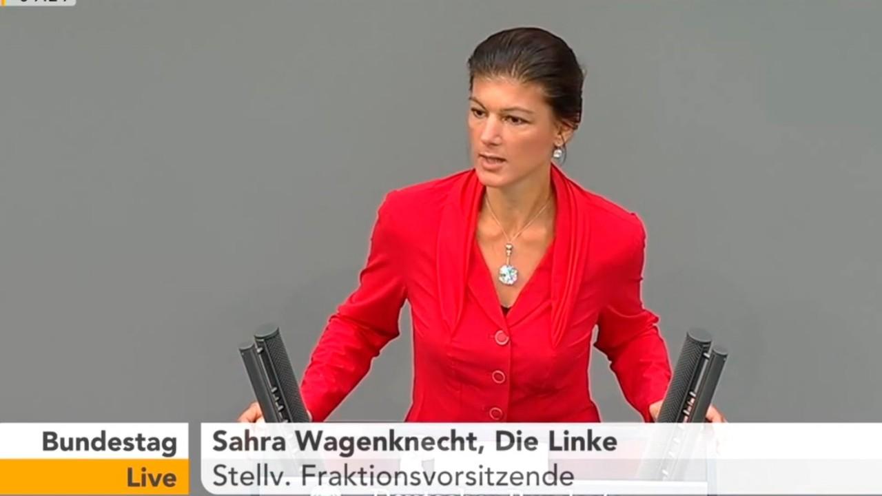 Сара Вагенкнехт снова жестко раскритиковала Меркель за конфронтацию с Россией