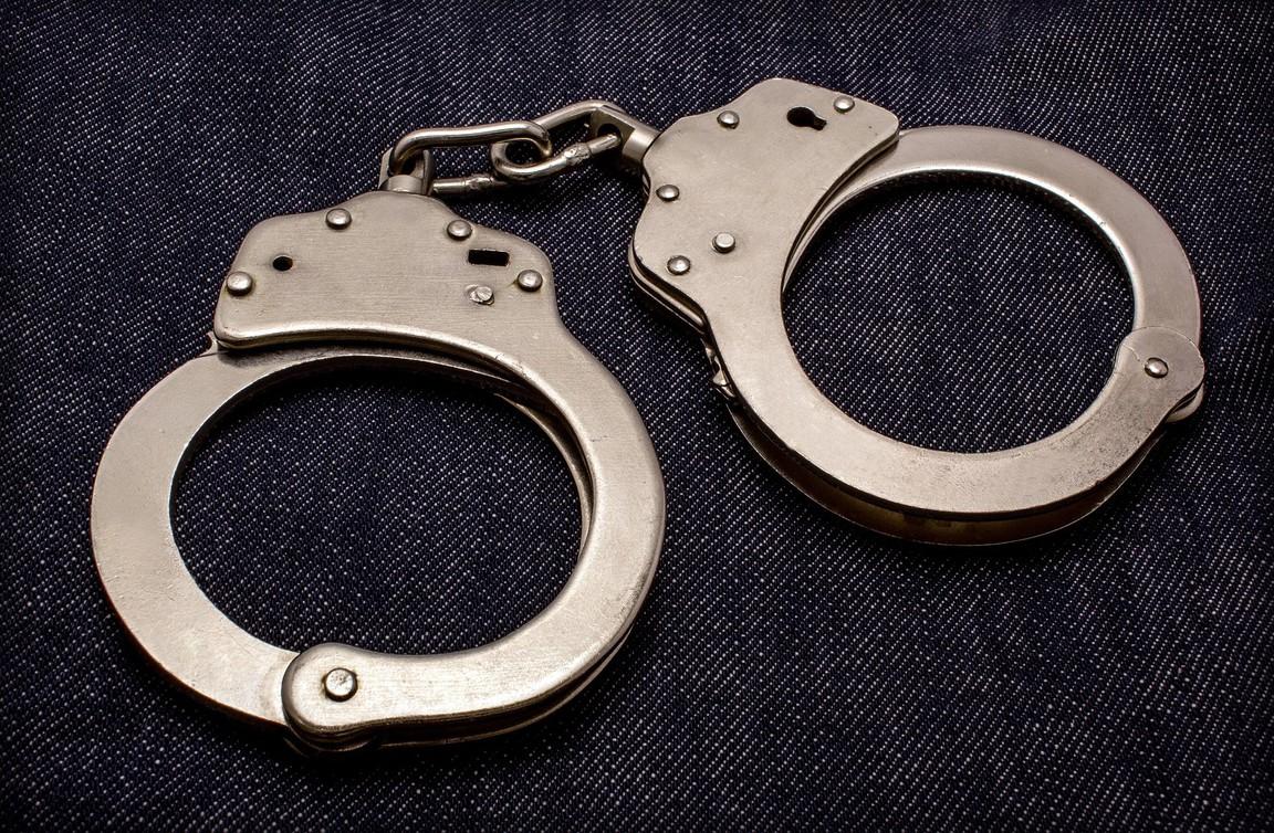 Вопиющий случай: полицейский арестовал двух шестилетних детей в школе