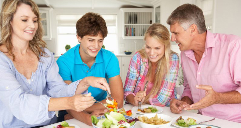 Как оставаться семьей: простой способ сделать из ужина традицию