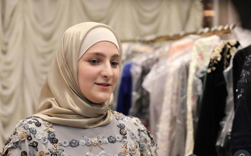 """Первое интервью дочери Кадырова: """"Мои платья увидят в Париже!"""""""