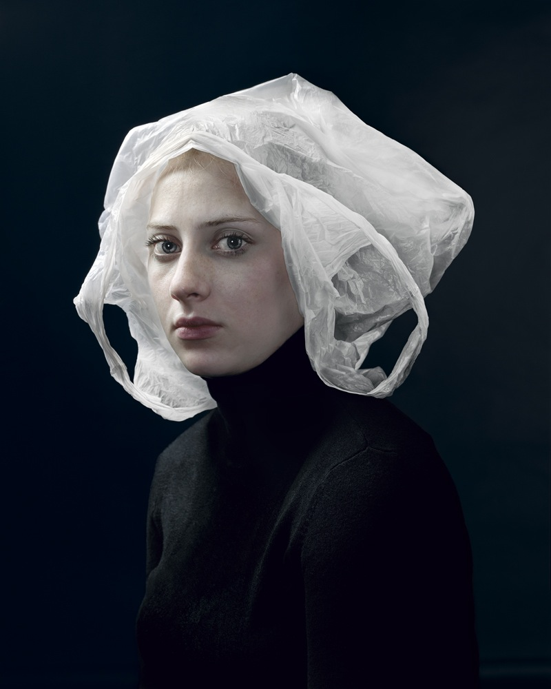 Портреты с пакетом на голове