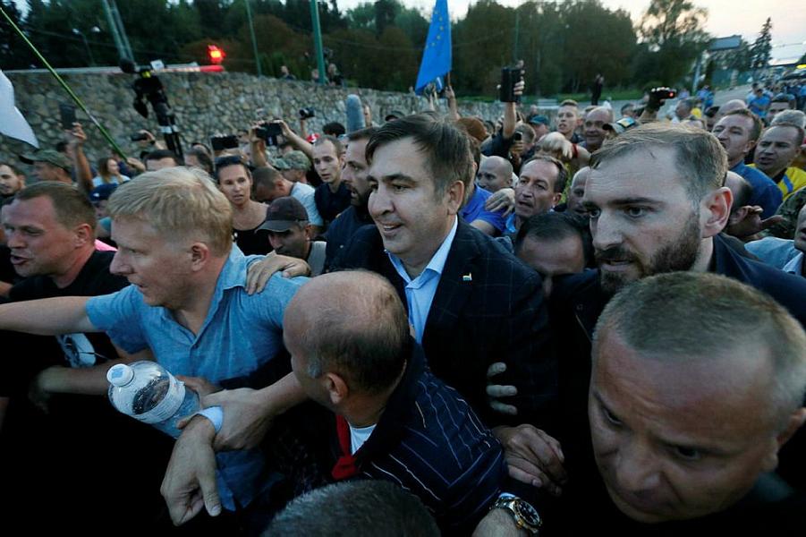 Саакашвили легализовался. Арестовать его так никто и не рискнул