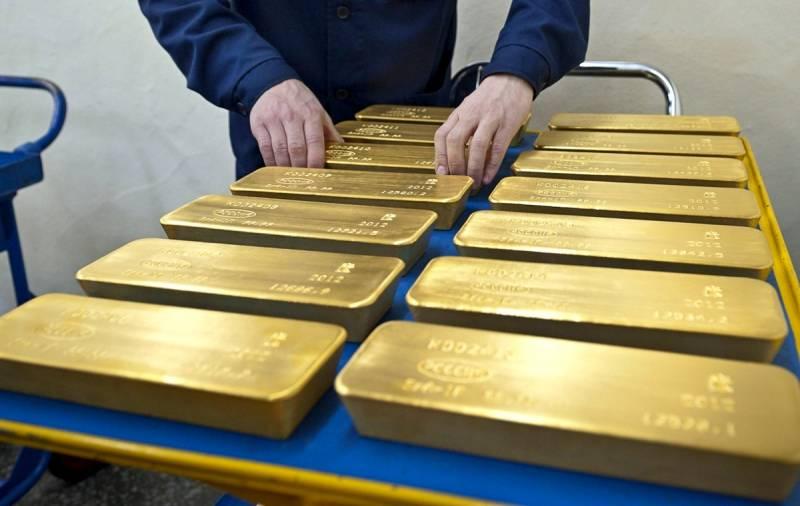 Россия копит золото, готовясь к большим проблемам