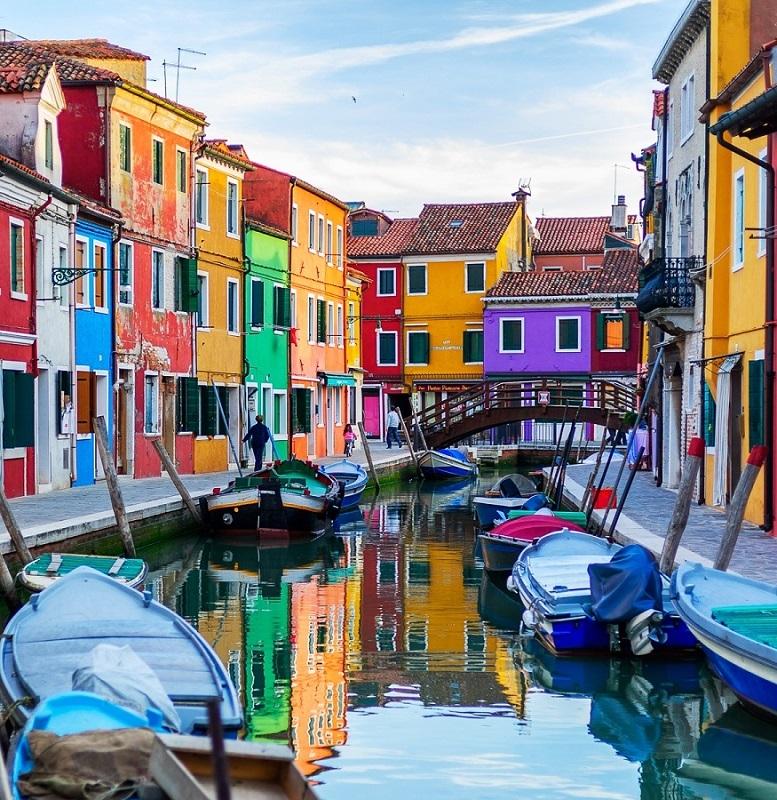Фестиваль красок: самые яркие фотографии острова Бурано в Венеции