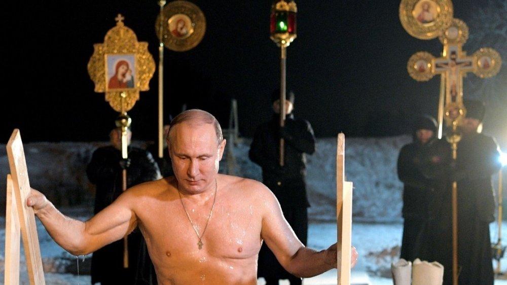 «Махнемся гарантами»: украинцы отреагировали на купание Путина в проруби