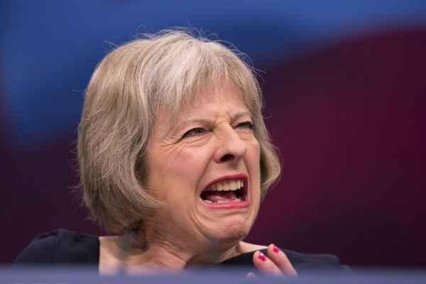 Петля Брексита всё туже стяг…